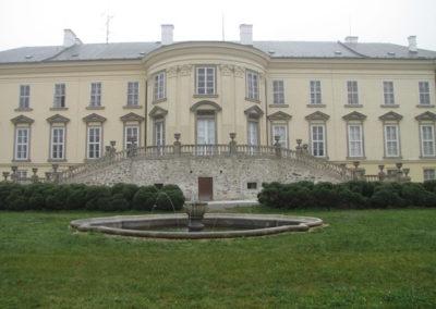 Opravené schodiště zámku Nové Hrady