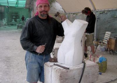 Kamenosochař Richard Rudovský při práci